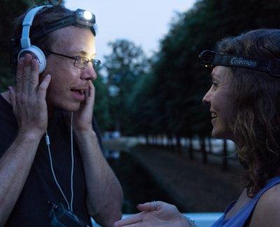 Mit dem Fledermausdetektor auf der Suche nach Abendsegler und Co.; Bildquelle: Christof Häberle/IZW
