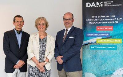 Bei der Vereinsgründung am 4. Juli in Berlin als DAM-Vorstand gewählt: Michael Schulz, Karin Lochte, Michael Bruno Klein (v.l.n.r.) und Peter Herzig (nicht im Bild).; Bildquelle: DAM /Dirk Enters