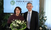 Birgit Braun mit Claude Fromageot von der Fondation Yves Rocher Paris; Bildquelle: Fondation Yves Rocher Paris