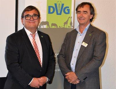 DVG-Präsident Prof. Dr. Dr. h.c. Martin Kramer (links) und DVG-Vizepräsident Prof. Dr. Arwid Daugschies.; Bildquelle: DVG