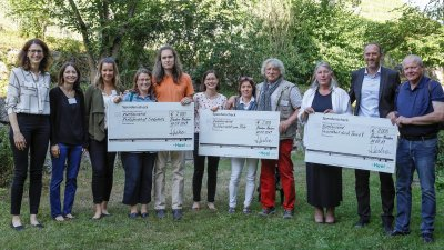 Alle Preisträger HelpingVets 2019 mit dem Team von Heel Veterinär; Bildquelle: Heel Veterinär