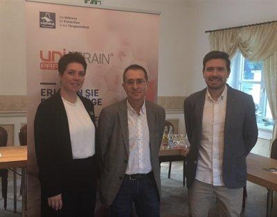 Svenja Sudeick, Technical Swine HIPRA Deutschland, Enric Mateu, PRRS Experte der Universität Barcelona, und Joel Alvarez, Brand Manager HIPRA / Unistrain; Bildquelle: HIPRA Deutschland