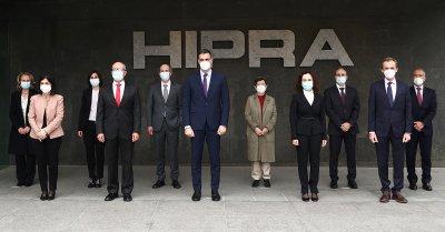 Der Präsident der spanischen Regierung, Pedro Sanchez, besuchte die Einrichtungen des multinationalen Pharmaunternehmens; Bildquelle: HIPRA