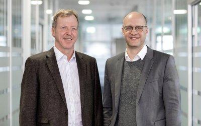Die neue Doppelspitze bei der IDT Biologika: Dr. Christian Wirth und Andreas Kastenbauer (v.l.); Bildquelle: Hartmut Bösener