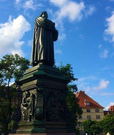 Martin Luther Denkmal Eisenach; Bildquelle: von Kiefer. from Frankfurt, Germany (Eisenach 05-08-2014) [CC BY-SA 2.0]