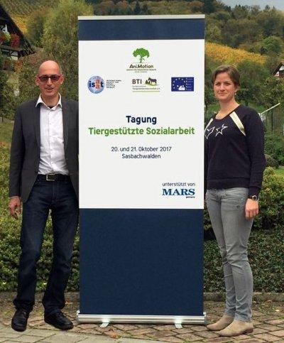 ESAAT-Präsident Dr. Rainer Wohlfarth und Johanna Müller, Unternehmenskommunikation Mars Petcare, bei der Tagung im schönen Schwarzwald.; Bildquelle: Mars Petcare