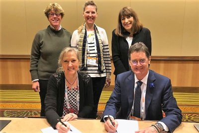 front row: Dr Karyl Hurley, Director, Global Scientific Policy and Engagement, Mars Incorporated, Dr Shane Ryan, WSAVA President; back row: Dr Renee Hoynck, WSAVA Honorary Secretary, Dr Ellen van Nierop, WSAVA Executive Board Member, Ms Marta Monetti, VP,; Bildquelle: WSAVA